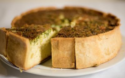 Dlaczego ciasto opada? Jak upiec idealne ciasto – poradnik